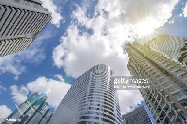 low angle view on high rise buildings - low angle view photos et images de collection