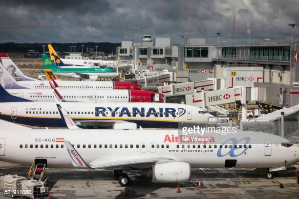 low cost airlines at gatwick airport, england - ガトウィック空港 ストックフォトと画像