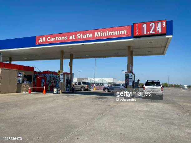 low gasoline prices in tennessee - brycia james stock pictures, royalty-free photos & images