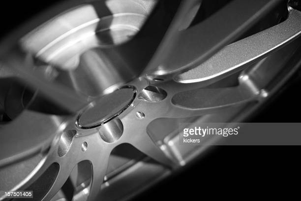 Low key alloy wheel