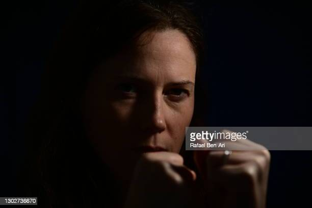 low key portrait of f aggressive adult woman face looking at camera - rafael ben ari foto e immagini stock