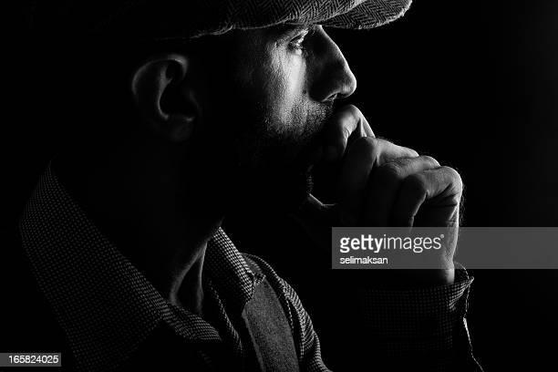 ローキーの男性のポートレート、帽子なダーク - ローキー ストックフォトと画像