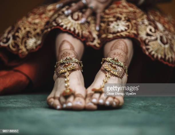low section of bride wearing jewelry during wedding - indian female feet stock pictures, royalty-free photos & images