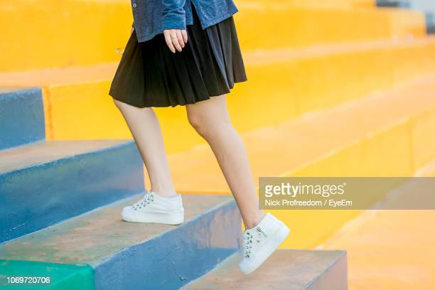 low section of girl on steps - jupe photos et images de collection