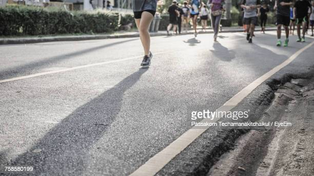 low section of group jogging - maratona foto e immagini stock