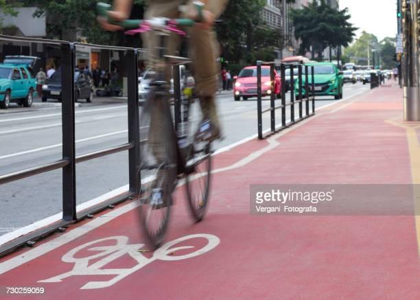 low section of man riding bicycle on road - parte inferior - fotografias e filmes do acervo