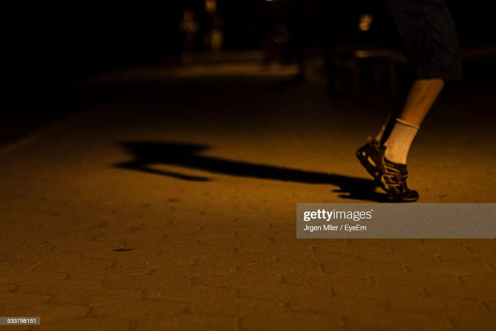 Low Section Of Man Standing On Toes : Foto stock