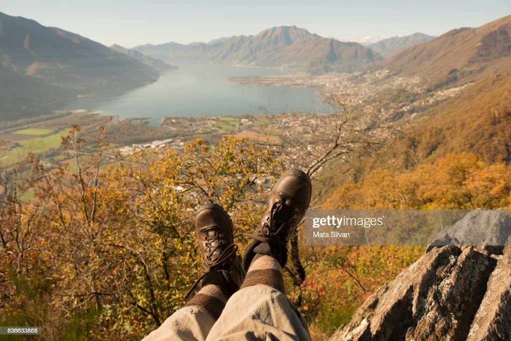 Low Section of One Person Legs and Mountain with Alpine Lake : Stock-Foto