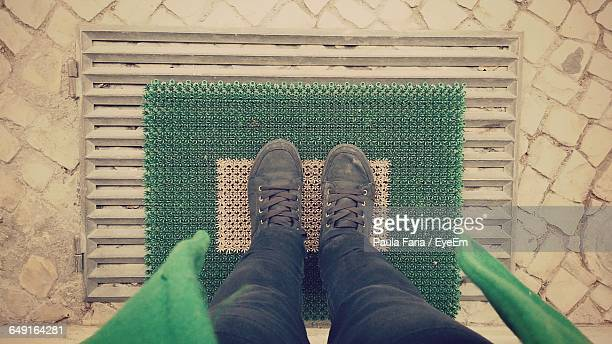 low section of person on doormat - human doormat foto e immagini stock