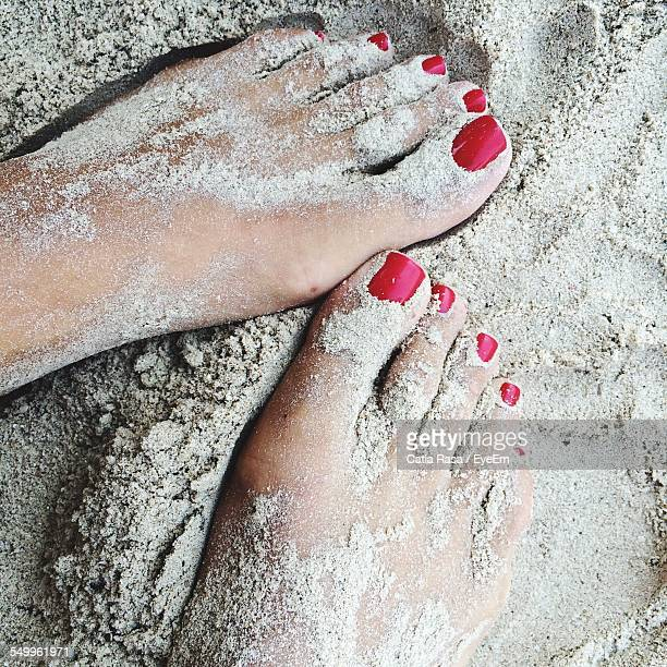 low section of person standing on sand - arab feet photos et images de collection