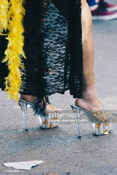 low section of woman in dress and high heels standing on road - yellow dress stock pictures, royalty-free photos & images
