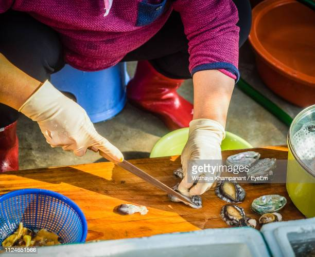 low section of woman preparing clams on cutting board - jeju island stock pictures, royalty-free photos & images