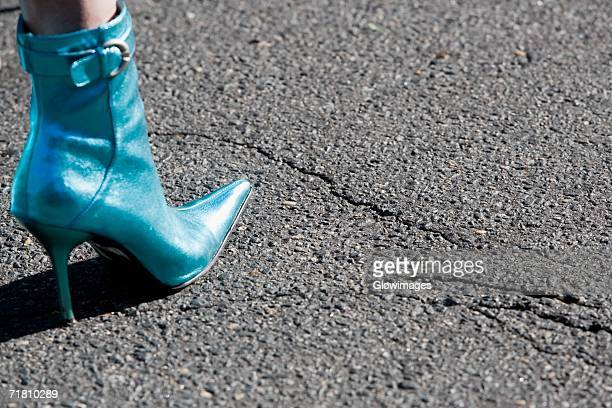 low section view of a person's leg wearing stiletto boots - stiletto stock pictures, royalty-free photos & images