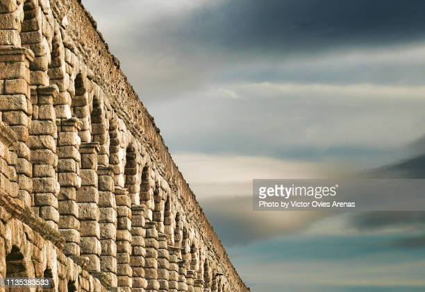low side angle view of the roman aqueduct under lenticular clouds in segovia, spain - segovia stock pictures, royalty-free photos & images