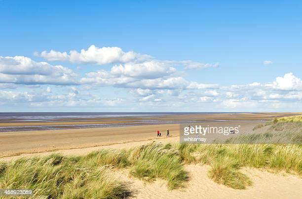 maré baixa na old hunstanton - norfolk east anglia - fotografias e filmes do acervo