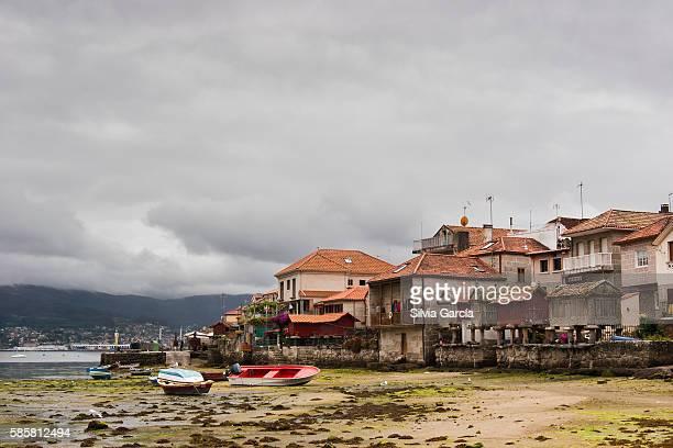 low tide, combarro, concejo de poio, rias bajas, pontevedra, galicia - turista stock-fotos und bilder