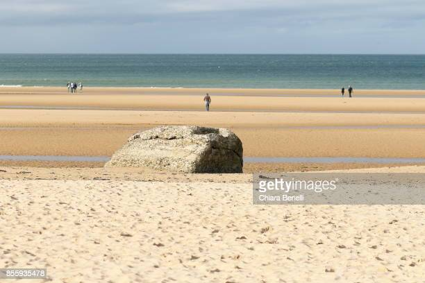 low tide in omaha beach - omaha beach stock pictures, royalty-free photos & images