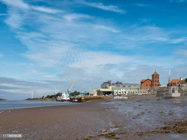low tide on the great ouse in king's lynn, west norfolk - king's lynn stock pictures, royalty-free photos & images