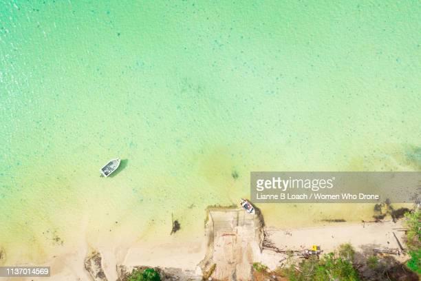 low tide - lianne loach fotografías e imágenes de stock
