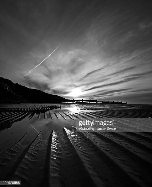 low tide ripples and reflections - s0ulsurfing stock pictures, royalty-free photos & images