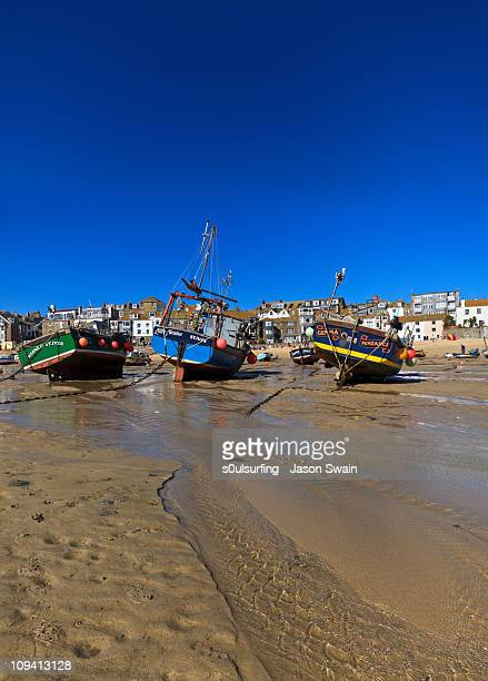 low tide st ives blues - s0ulsurfing stock pictures, royalty-free photos & images