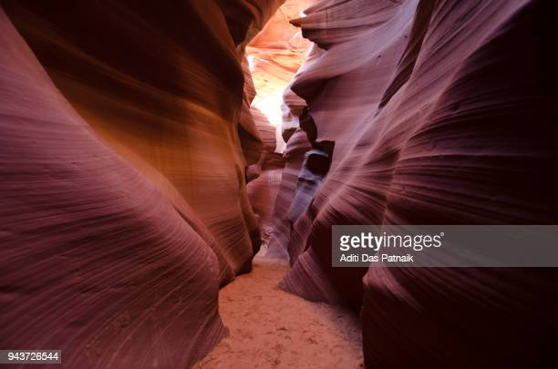 lower antelope canyon - ロウワーアンテロープ ストックフォトと画像