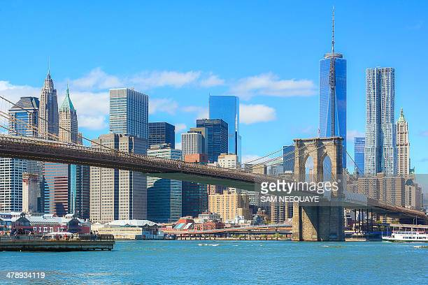 lower manhattan & brooklyn bridge - brooklyn bridge stock pictures, royalty-free photos & images