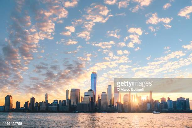 lower manhattan skyline at sunrise, new york city - new york state stock pictures, royalty-free photos & images