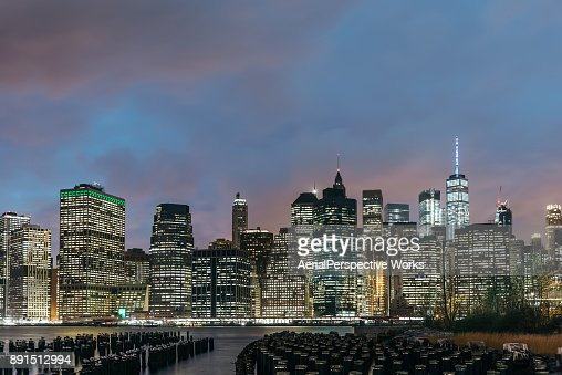 Lower Manhattan skyline en skyline van New York nachts