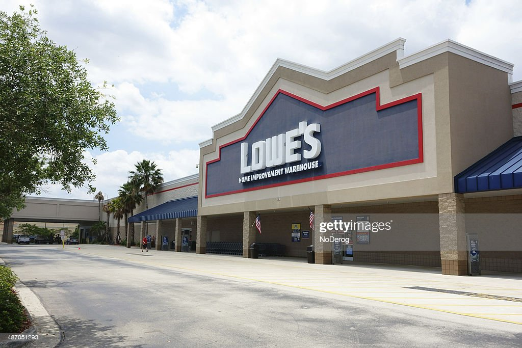 Lowes Home Improvement Warehouse Store High Res Stock Photo Getty Images