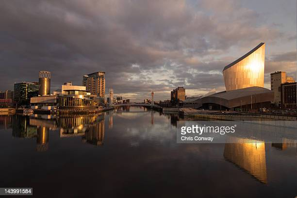 lowry centre and imperial war museum - imperial war museum ストックフォトと画像