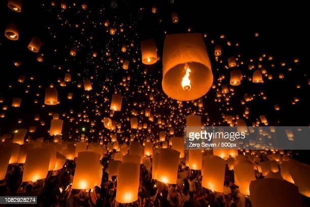 loy krathong and yi peng festival - yi peng stock pictures, royalty-free photos & images