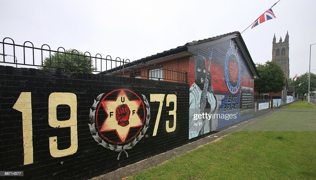 A loyalist mural is pictured in East Bel : Photo d'actualité