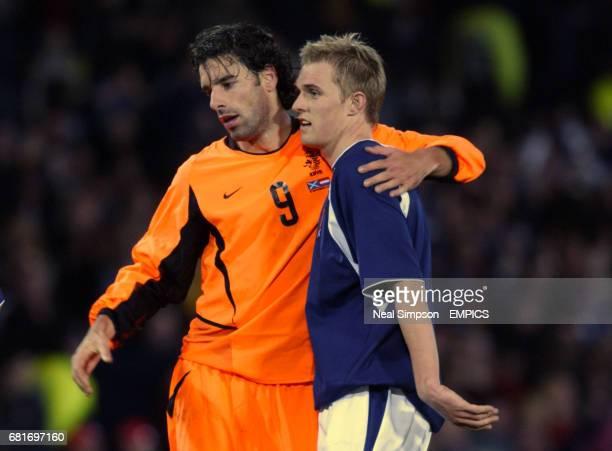 lr Holland's Ruud van Nistelrooy congratulates his Manchester United teammate Scotland's Darren Fletcher