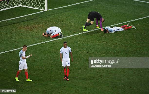 lr Jamie Vardy Gary Cahill Marcus Rashford Joe Hart and Dele Alli of England show their disappointment after defeat during the UEFA Euro 2016 Round...