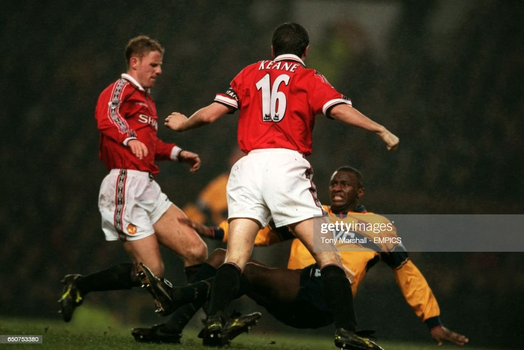 lr-manchester-uniteds-nicky-butt-and-roy-keane-square-up-to-arsenals-picture-id650753380?k=6&m=650753380&s=612x612&w=0&h=KMCPf6YWi59z1d7AY19N9xqDuSgyaPaJ2F1X-QuXf9c=