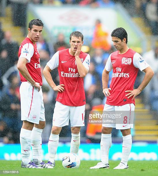 L-r Robin Van Persie, Aaron Ramsey and Mikel Arteta of Arsenal show their dissapointment after the fourth goal during the Barclays Premier League...