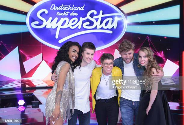 LtoR AliciaAwa Beissert Taylor Luc Jacobs Davin Herbrueggen Nick Ferretti and Clarissa Schoeppe pose after the second event show of the tv...