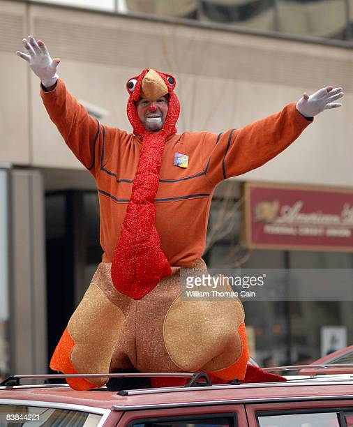 Lu Lu Clown dressed as a turkey waves to the crowd during the 6ABC/IKEA Thanksgiving Day Parade November 27, 2008 in Philadelphia, Pennsylvania. The...