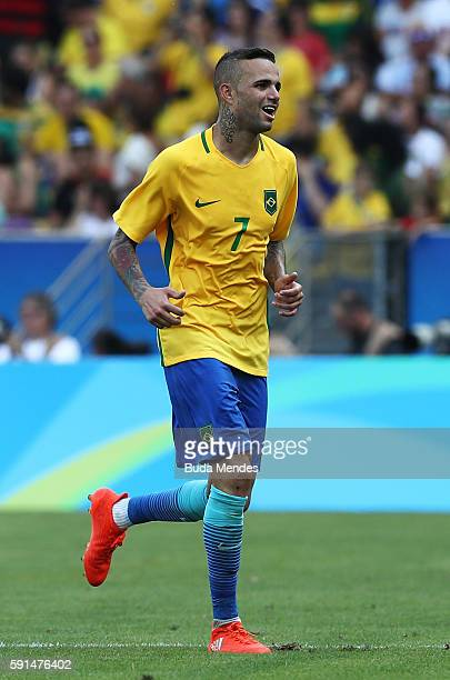 Luan of Brazil celebrates scoring the 5th goal during the Men's Semifinal Football match between Brazil and Honduras at Maracana Stadium on Day 12 of...