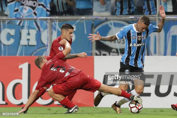 Luan of Brazil's Gremio vies for the ball with Nicolas Domingo of Argentina's Independiente during their Recopa Sudamericana 2018 second leg final...