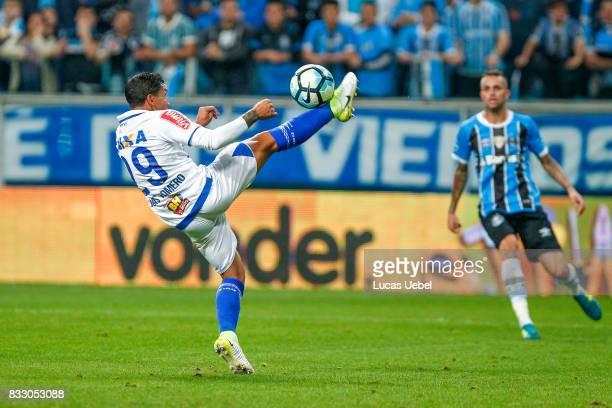 Luan of Gremio battles for the ball against Lucas Romero of Cruzeiro during the Gremio v Cruzeiro match part of Copa do Brasil SemiFinals 2017 at...