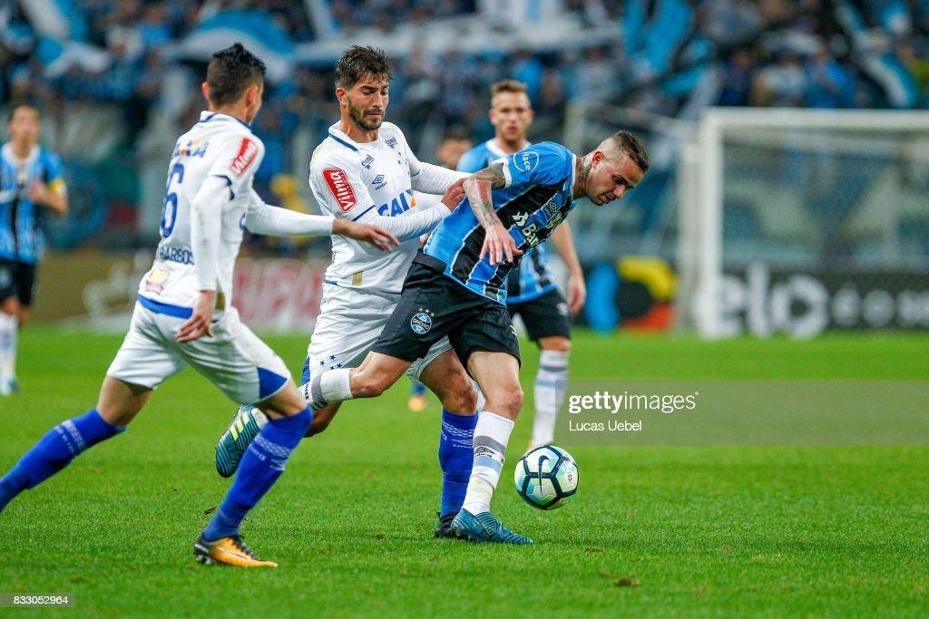 Luan of Gremio battles for the ball against Lucas Silva of Cruzeiro during the Gremio v Cruzeiro match, part of Copa do Brasil Semi-Finals 2017, at Arena do Gremio on August 16, 2017 in Porto Alegre, Brazil.
