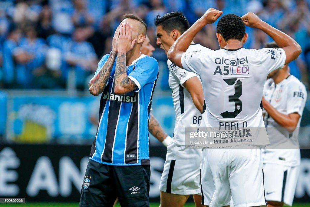 Luan of Gremio battles for the ball against Pablo of Corinthians during the match Gremio v Corinthians as part of Brasileirao Series A 2017, at Arena do Gremio on June 25, 2017, in Porto Alegre, Brazil.