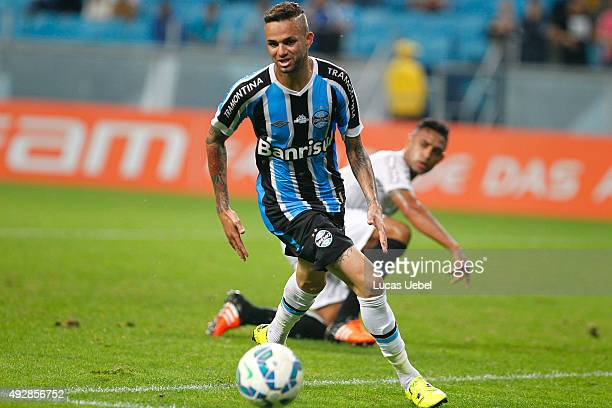 Luan of Gremio battles for the ball against Werley of Santos during the match Gremio v Santos as part of Brasileirao Series A 2015 at Arena do Gremio...