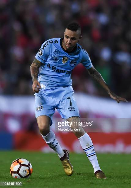 Luan of Gremio drives the ball during a round of sixteen first leg match between Estudiantes de La Plata and Gremio as part of Copa CONMEBOL...