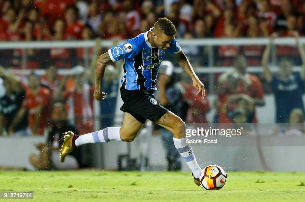 Luan of Gremio drives the ball during the first leg match between Independiente and Gremio as part of CONMBEOL Recopa Sudamericana 2018 at Estadio...