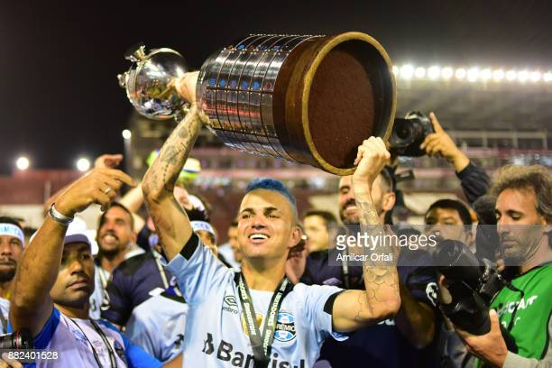 Luan of Gremio lifts the champions trophy after the second leg match between Lanus and Gremio as part of Copa Bridgestone Libertadores 2017 Final at...
