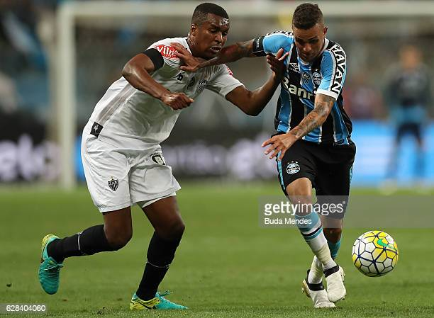Luan of Gremio struggles for the ball with Erazo of Atletico MG during a match between Gremio and Atletico MG as part of Copa do Brasil Final 2016 at...