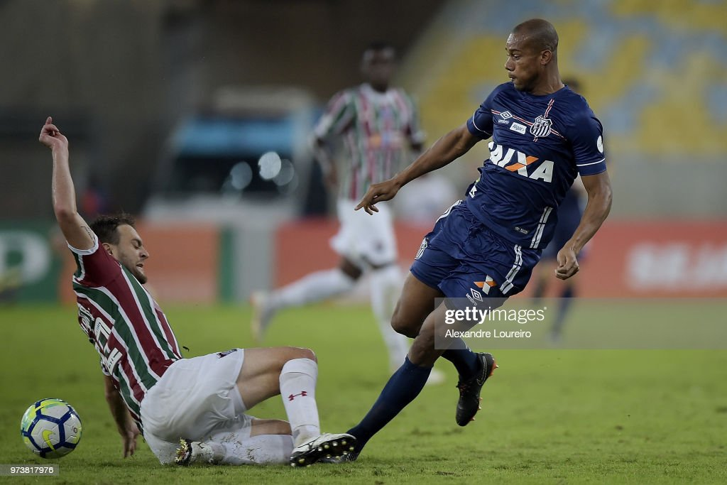 Luan Peres (L) of Fluminense struggles for the ball with Copete of Santos during the match between Fluminense and Santos as part of Brasileirao Series A 2018 at Maracana Stadium on June 13, 2018 in Rio de Janeiro, Brazil.